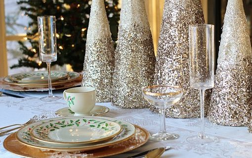 Christmas table setting for a Christmas party speech.